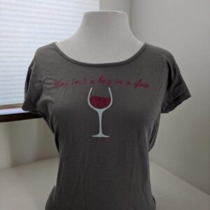 Santa Fe Marketplace Women's Hug&Wine T-shirt